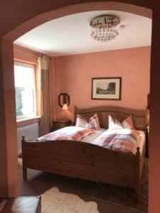 Betten Kaminzimmer Waldhotel-Auerhahn