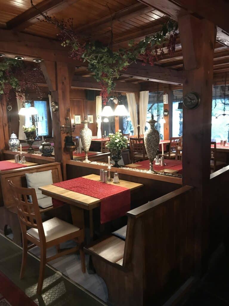 Restaurant Bereich Waldhotel-Auerhahn