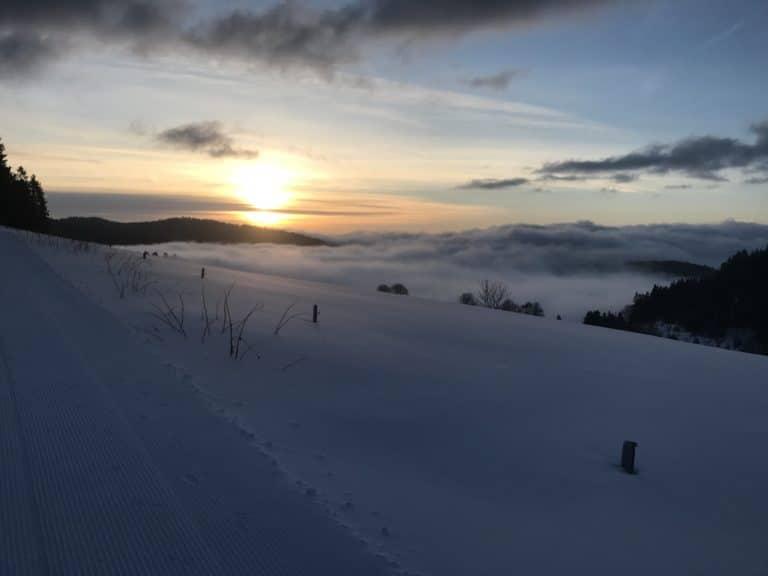 Winterlandschaft bei Dämmerung
